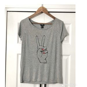 H&M Peace Fingers Red Nails Gray Oversized Tee-XS